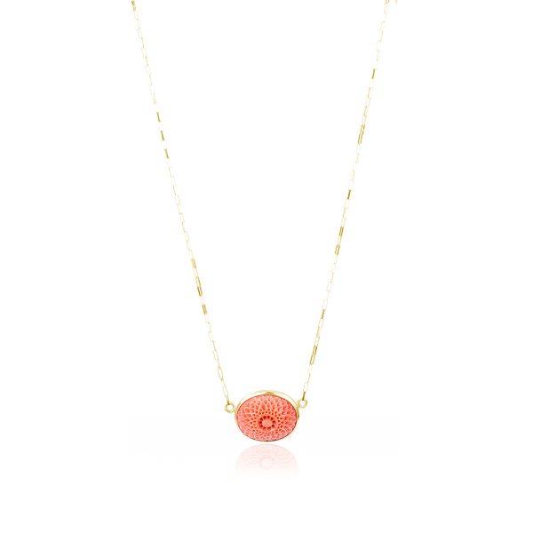 Collana con Cabochon di Corallo Rosso del Giappone Inciso in Oro 18 kt